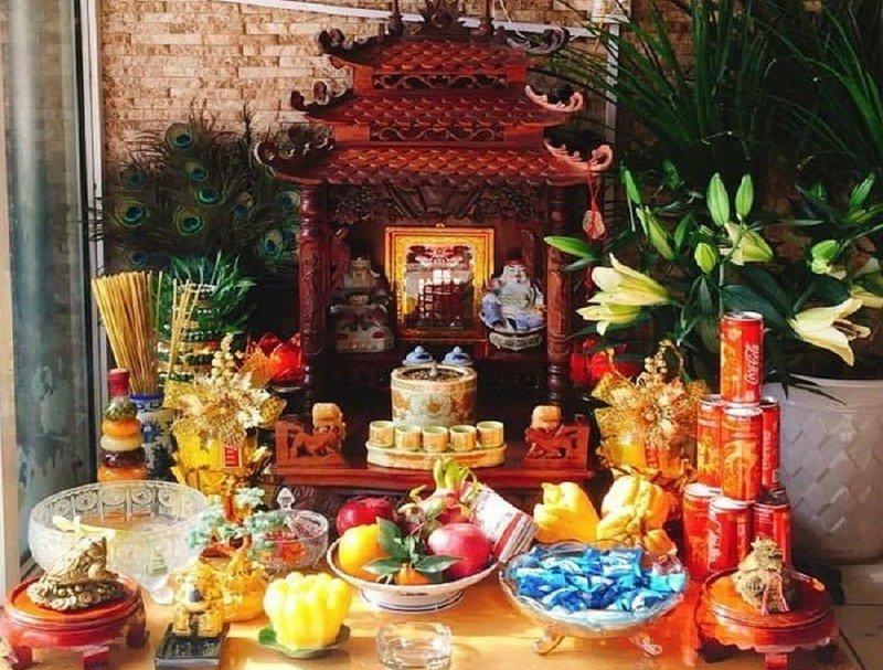 trên bàn thờ Thần Tài có những gì?