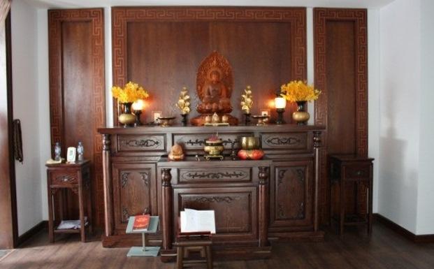 Kệ thờ Phật trong phòng thờ